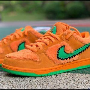 NIKE x Grateful Dead SB Dunk athletic shoes